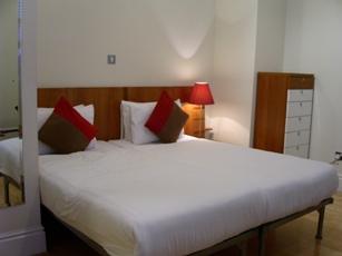 06102006londonhotel.JPG